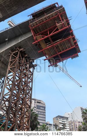 construction of the bridge in the modern city