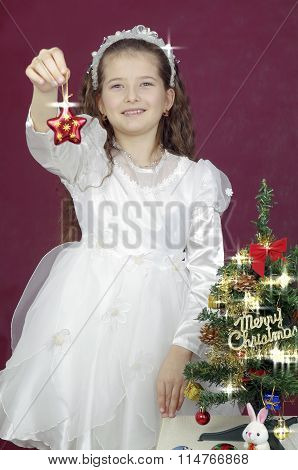 girl show a Christmas asterisk  gift