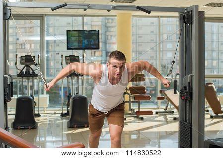 Bodybuilder working out in gym.
