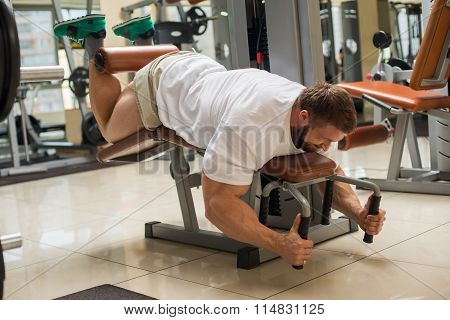 Strong man doing sports in gym.