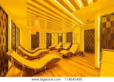 Spa room with many beds