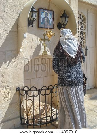 Israel. The temple. woman praying
