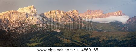 Evening Panoramic View To Gruppo Nuvolau