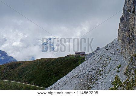 Narrow mountain path
