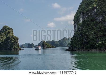Travelling to Ha Long Bay