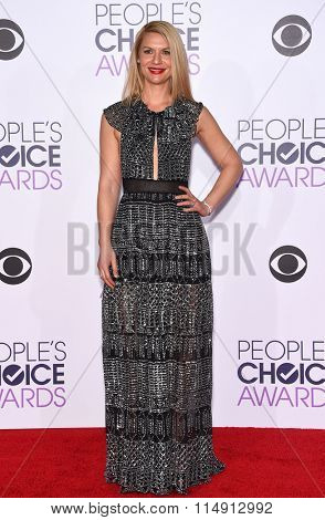 LOS ANGELES - JAN 06:  Claire Danes arrives to the People's Choice Awards 2016  on January 06, 2016 in Hollywood, CA.