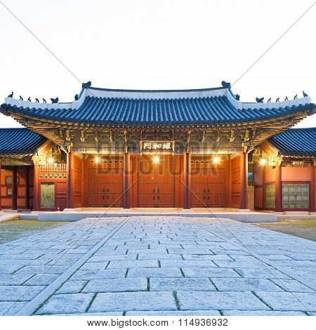 Traditional Architecture Of East-asia: Gyeongbokgung Palace In Seoul, South Korea