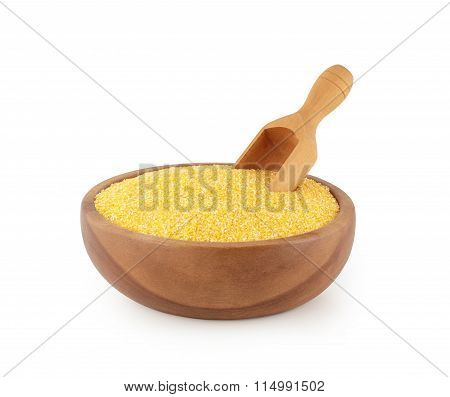 maize grits in wooden bowl with scoop