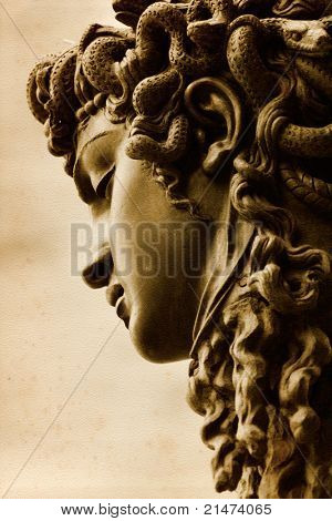 Górgona Medusa por Benvenuto Cellini no Loggia della Signoria, Florença.