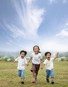 Постер, плакат: счастливые и работает азиатских детей