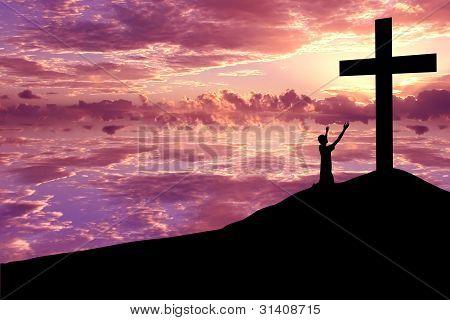 Silhueta de um homem, louvando a Jesus