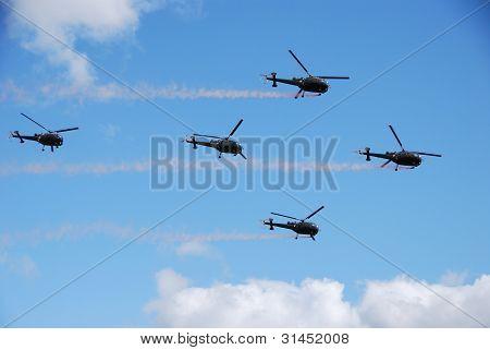Cinco helicópteros