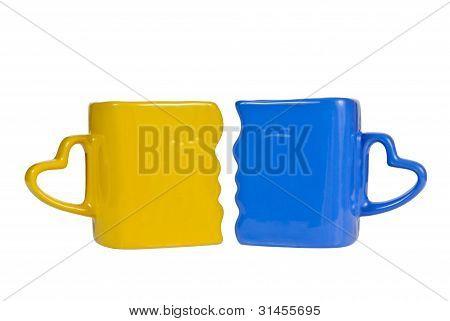 Gelbe und blaue Becher