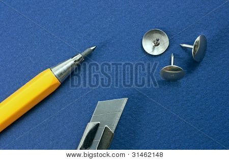Retractable Blade Knife, Mechanical Pencil, Drawing Pin