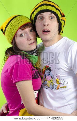 Amar o casal em rasta-cap joga o tolo