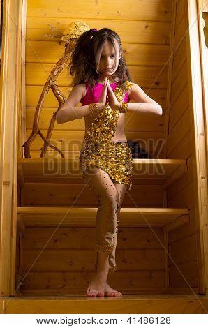 girl dancing indian dance