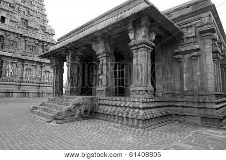intricate artwork at ancient hindu temple