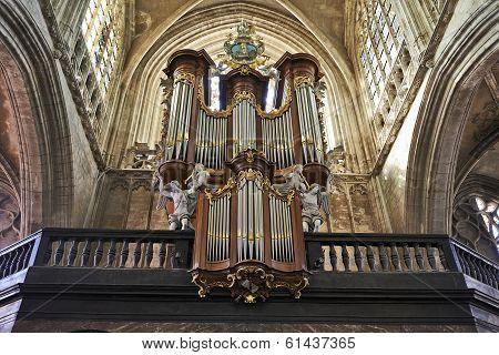 Brussels, Belgium-march 14:  Organ Instrument Of Gothic Church Notre Dame Du Sablon On March 14, 201