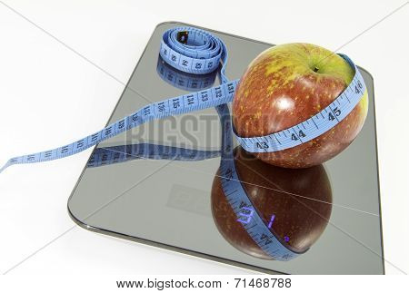 Apples on the scale.