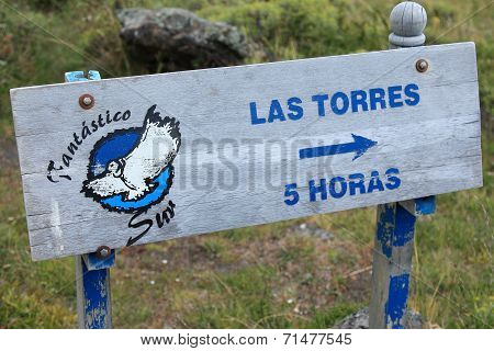 Direction sign, Torres del Paine