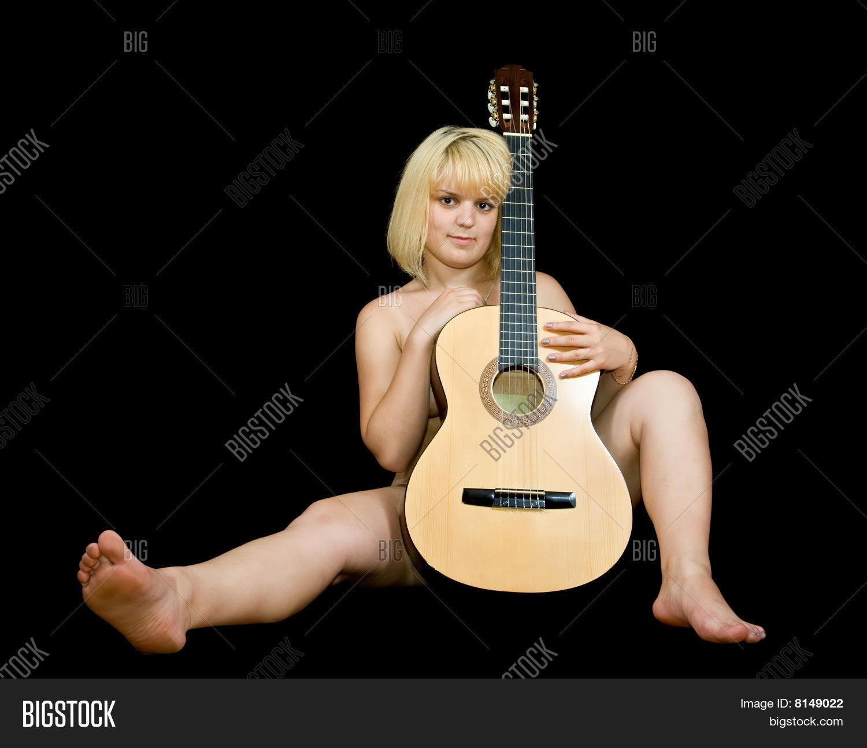 Filles nues et guitares