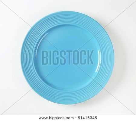 Contemporary shallow blue dinner plate with rim
