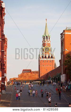 Lenin's Mausoleum, Spasskaya Tower And Walking People