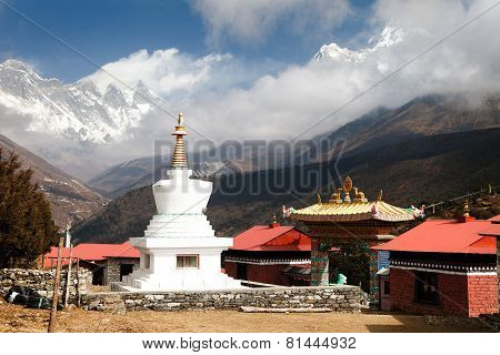 Stupa, Ama Dablam, Lhotse And Everest From Tengboche