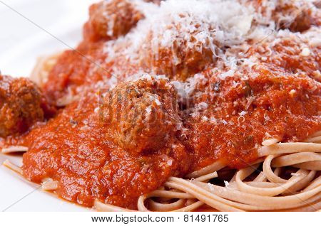 Delicious Whole Wheat Spaghetti And Meatballs In Tomato Sauce