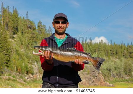 Fisherman caught a nice male salmon in the north river.