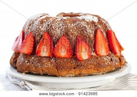 Bundt Cake  With Strawberries