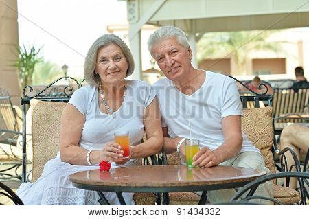 couple drinking juice
