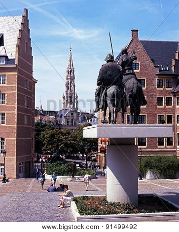 Statue and Hotel De Ville, Brussels.