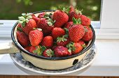 picture of strawberry  - A bowl of strawberries - JPG