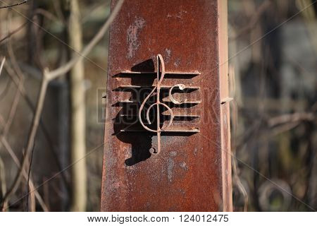 the rusty Iron treble clef musician monument