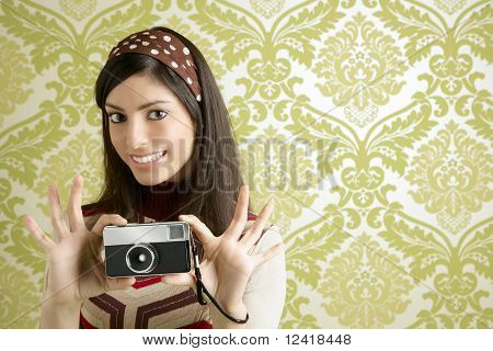 Retro Photo Camera Woman Green Sixties Wallpaper