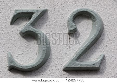 House number 32 in the city of Saint Cloud, France