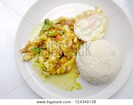 Close Up Green Curry Fried Vegetable With Chicken On Dish, Delicious Fried Fried Vegetable With Chic