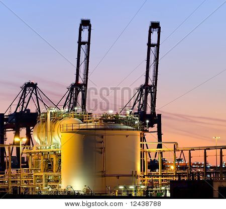 High Dynamic Range Impression of storage tanks and cranes