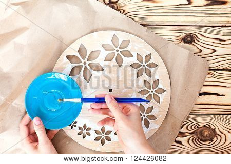 Master Class. Watch handmade. Step by step instructions for the manufacture of clocks. Painted white base clock with decorative holes. Hand brush adhesive applied to the back surface hours.