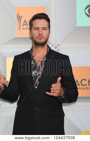 LAS VEGAS - APR 3:  Luke Bryan at the 51st Academy of Country Music Awards Arrivals at the Four Seasons Hotel on April 3, 2016 in Las Vegas, NV