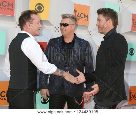 LAS VEGAS - APR 3:  Kiefer Sutherland, Rascal Flatts at the 51st Academy of Country Music Awards Arrivals at the Four Seasons Hotel on April 3, 2016 in Las Vegas, NV