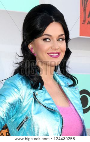 LAS VEGAS - APR 3:  Katy Perry at the 51st Academy of Country Music Awards Arrivals at the Four Seasons Hotel on April 3, 2016 in Las Vegas, NV
