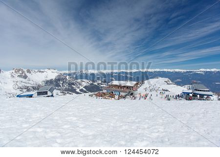 Panorama of snowy Alpine peaks in the inversion.