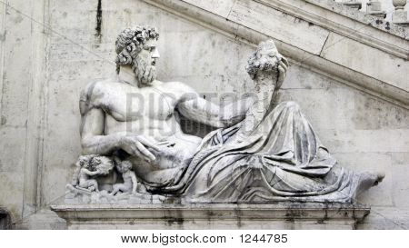 Lying Sculpturea