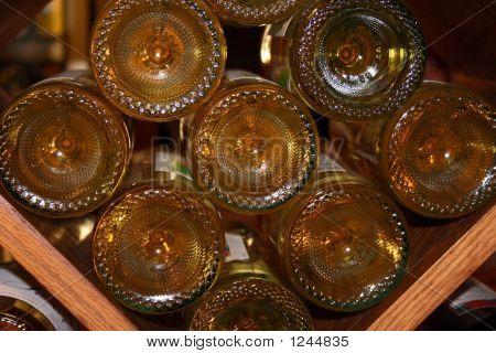 Unterseite der Weinflaschen