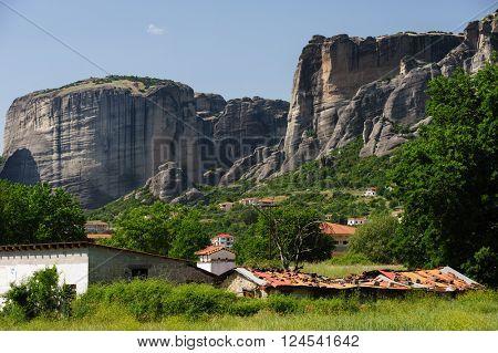 Kalambaka city with rocky mountains of Meteora