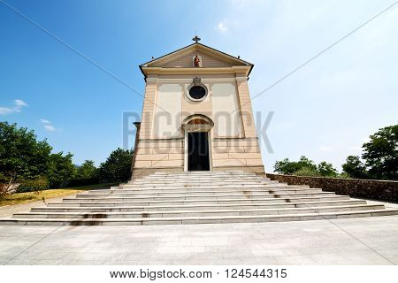 Heritage Architecture In Italy Europe Milan      And Sunlight
