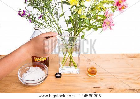Add Apple Cider Vinegar And Sugar To Keep Flowers Fresher
