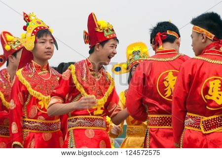 BAC Ninh, Vietnam, April 2, 2016 Bac Ninh student groups, participated in village festivals, traditions